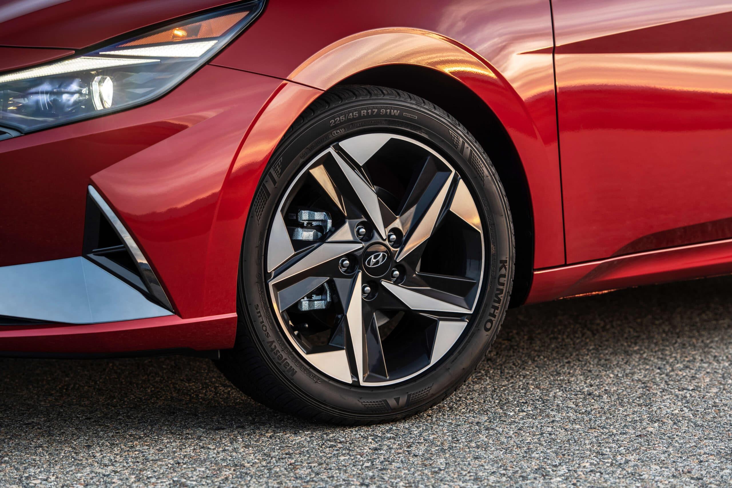 Jante de la Hyundai Elantra 2021 rouge