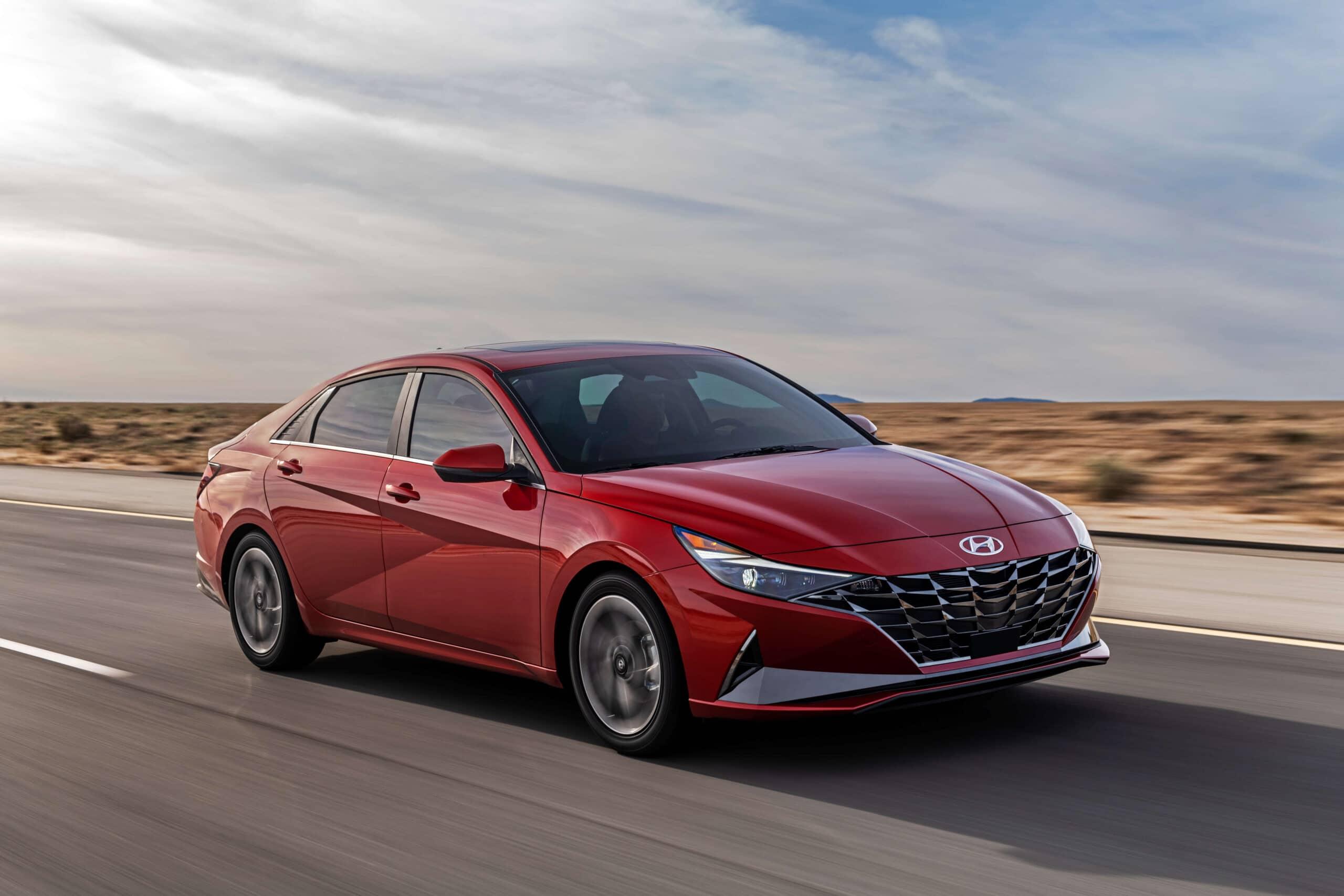 Avant de la Hyundai Elantra 2021 rouge